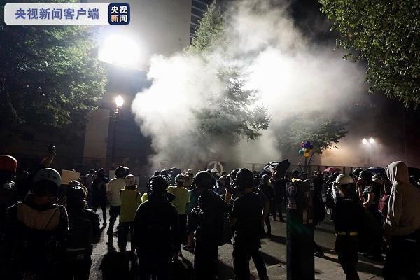 波特兰:抗议者遭执法人员清场 抗议区域已被封锁