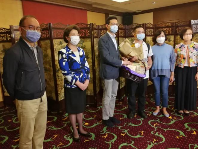 视频   大湾区之声热评:内地医护援港抗疫不容抹黑!
