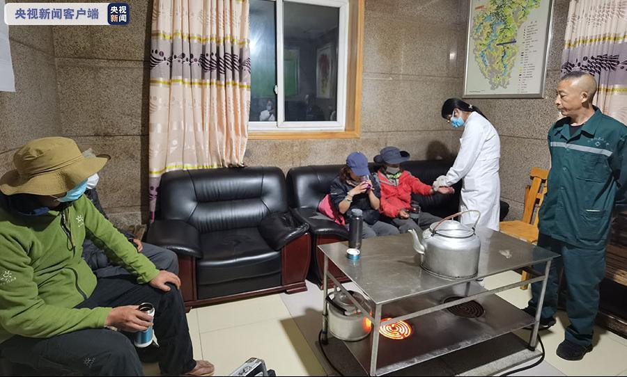 未经批准进入九寨沟景区被困 6人获救后被罚千元