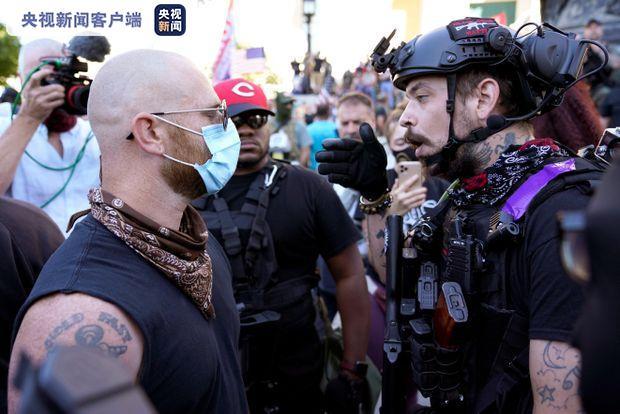 《【恒达在线娱乐注册】美国肯塔基州发生两派示威者对峙事件》