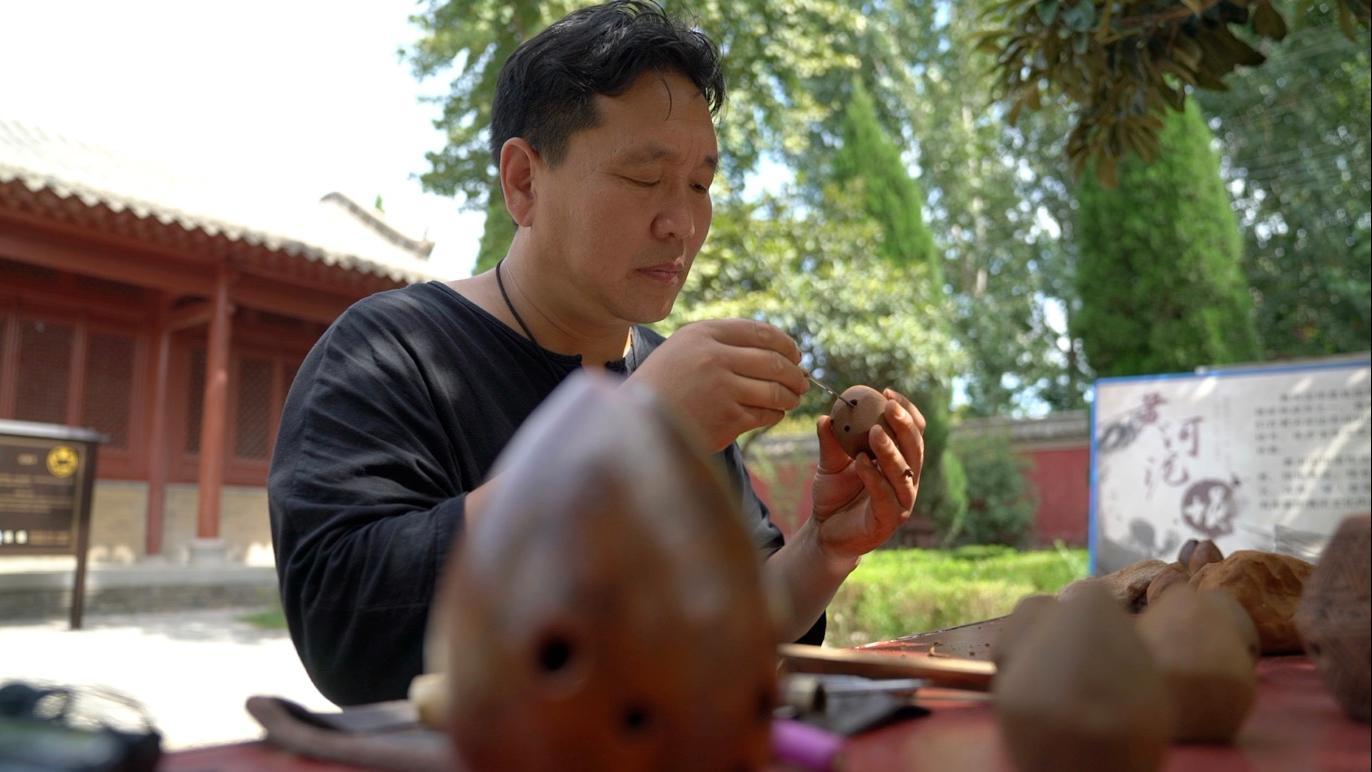 《【恒达注册首页】中国梦·黄河情丨黄河岸边玩泥巴的非遗传承人》