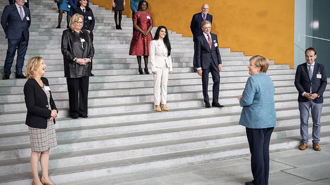 《【恒达注册地址】默克尔颁发第四届国家融合奖她在致辞中强调成功离不开女性》