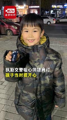 第四年冬至 这次60斤 这个 小女孩又为环卫工人们送饺子啦
