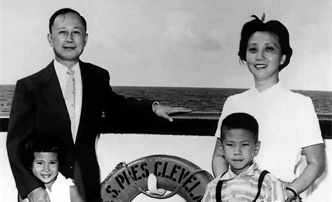 """钱学森是世界著名科学家,被誉为""""中国航天之父"""",""""中国导弹之父"""","""""""