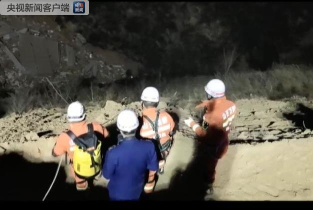山西乡宁山体滑坡致楼房坍塌 13人获救2人遇难 仍有17人失联