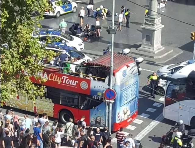 实拍巴塞罗那恐怖袭击现场 目前已致13人死亡