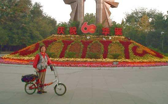 Elderly couple tour around 12 provinces on bicycle