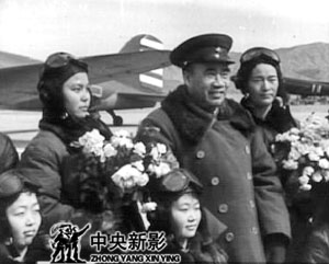 <br>新中国第一代女飞行员