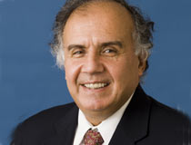 <center>卡耐基国际和平基金会国际经济项目主任 高级研究员、前世界银行国际贸易局局长尢里 达杜什(Uri Dadush)</center>