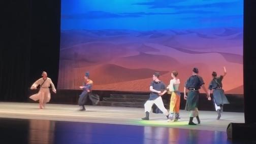 中国经典舞剧《丝路花雨》在厦门精彩上演 00:00:37