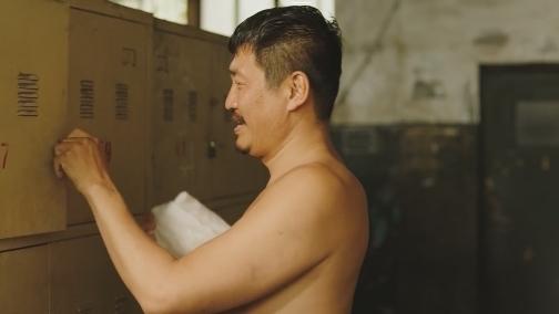 唐城突发大地震 大鸣智燕夫妇艰难自救 00:00:56
