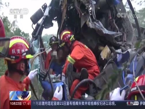 [新闻直播间]广西钦州 货车爆胎失控 受困司机获救