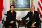 2005<br>Entretien entre Hu Jintao et George W. Bush à New York