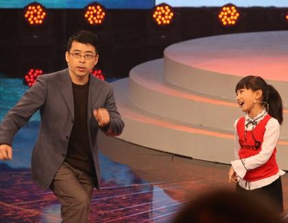 牛欣欣表演《刘海砍樵》<br>阿丘甘做绿叶