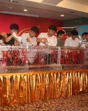 所有嘉宾共同启动</br>2011《开学第一课》