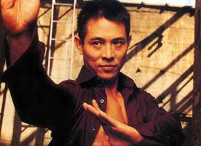 "<font color=red><center><font size=3><strong>李连杰</strong></font></center></font> <br>1963年4月26日出生于中国北京,英文名Jet Li。著名动作明星、国际功夫巨星、武术家、慈善家,""壹基金""创始人,""国际武术联合会""、""中国武术协会""形象大使,""世界武博会""形象大使。新加坡籍华人 。曾居北京、香港、美国、新加坡等地,创建了慈善基金:壹基金。<br><br><font color=red><font size=2><strong>个人荣誉</strong></font></font>1974到1979年连续5次获得全国武术大赛冠军。008年凭借电影《投名状》获第27届香港电影金像奖最佳男主角,同时投名状获最佳影片。"