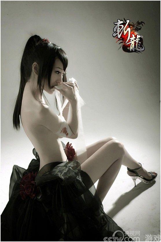 358wan首款新游:《斩龙》人气美女玩家大PK