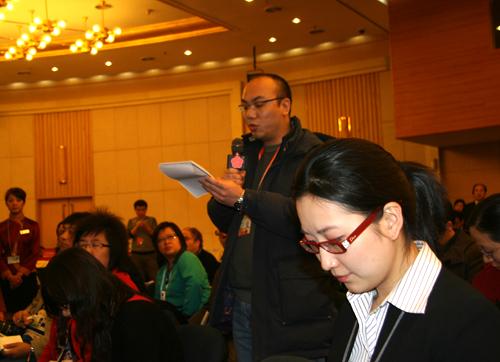 《香港经济日报》记者在会上提问