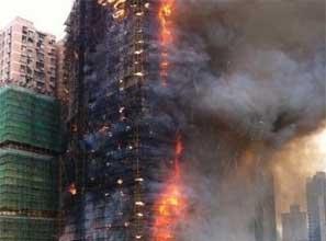 静安区一高层住宅脚手架起火