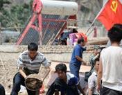 农村党员自带干粮进城挖人