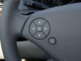 奔驰-奔驰S级中控方向盘图片