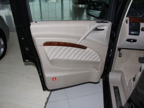 奔驰-唯雅诺车厢内饰图片
