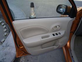 日产-玛驰车厢内饰图片