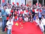 墨尔本留学生高举红旗给力拜年