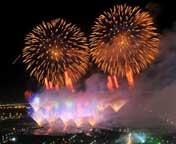 银川:火树银花迎国庆