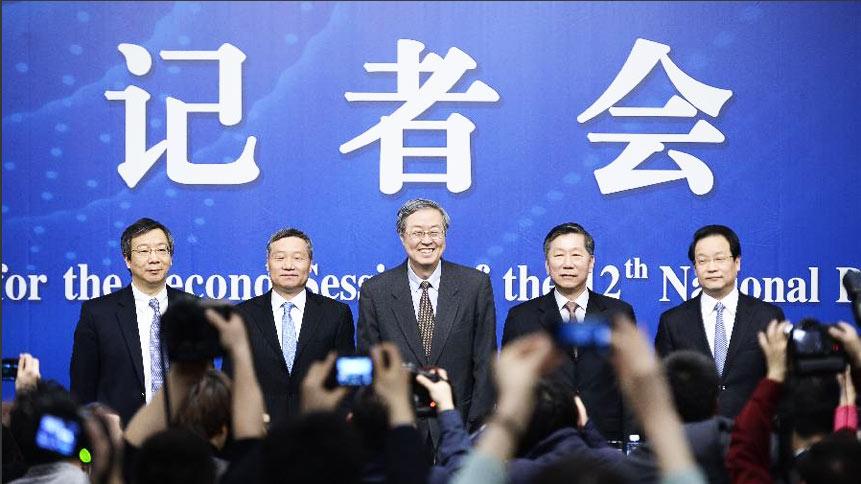 """中国人民银行行长周小川等就""""金融改革与发展""""问题答记者问"""