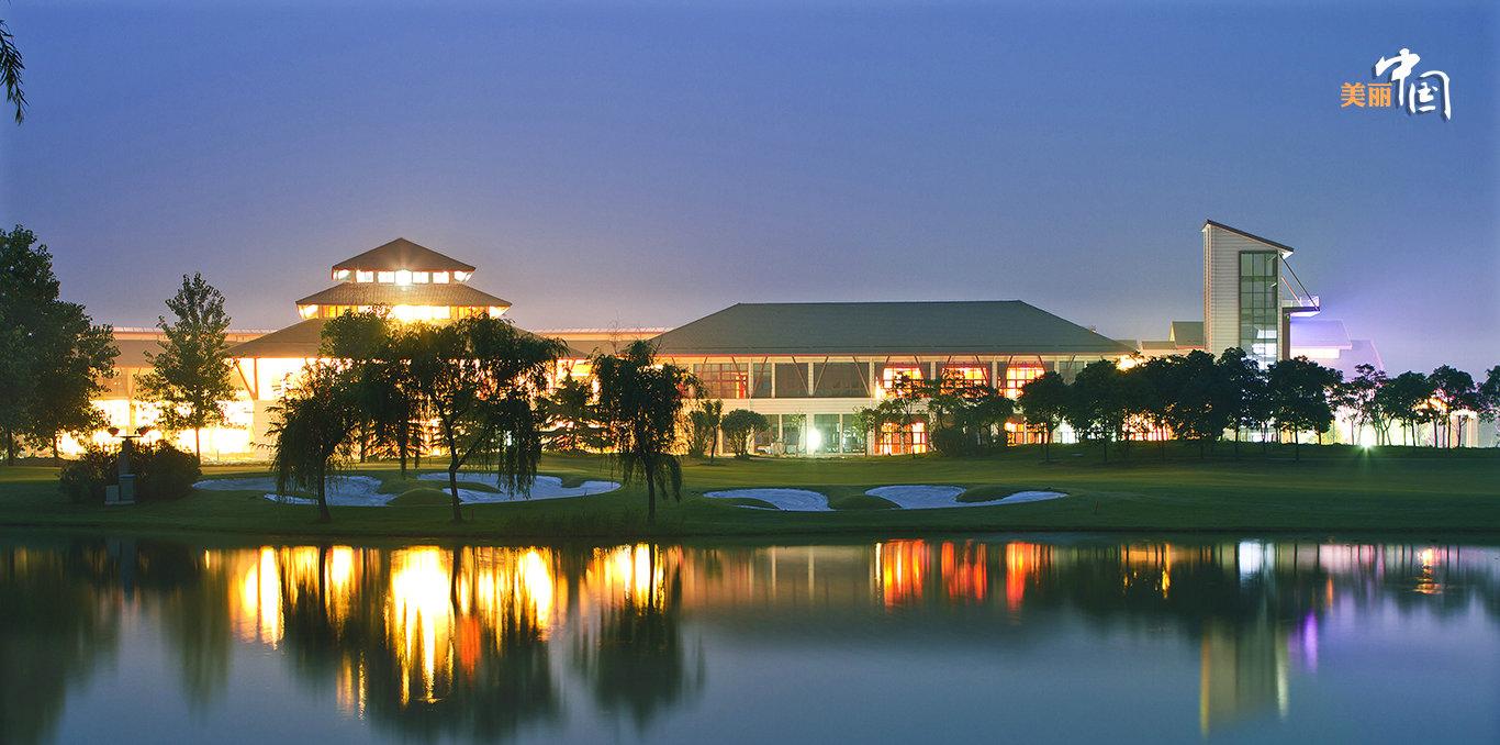 岛上的双山高尔夫球场是国内为