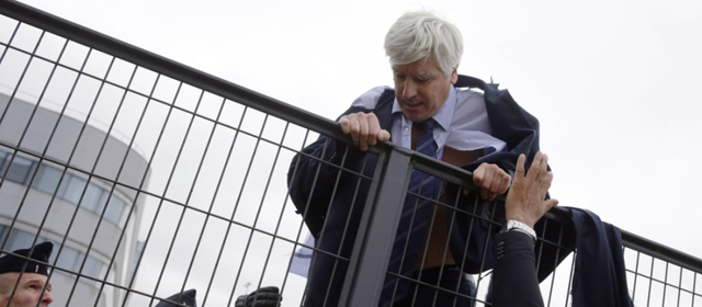 法航裁员计划引示威 高管翻墙急逃