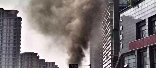 浓烟滚滚 杭州地铁工地天然气泄漏