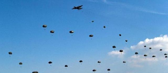 德国:北约举行大规模伞兵空降演习