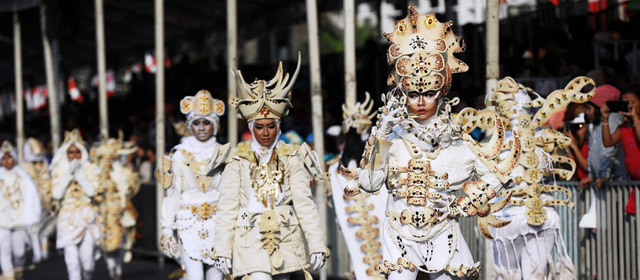 印尼时尚嘉年华模特华衣猫步走秀