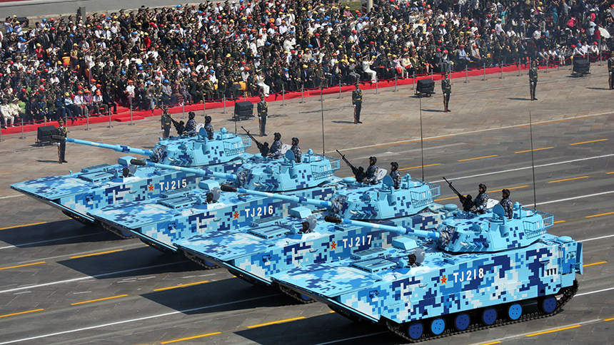 <font style=line-height:2em;color:#555>&nbsp;&nbsp;&nbsp;&nbsp;图为陆战队两栖突击车方队通过天安门广场。05A式两栖突击车是由我国自行研制,具有优越的陆海机动性能,强大的火力配系,较强的综合防护能力,较高的信息化水平。</font>