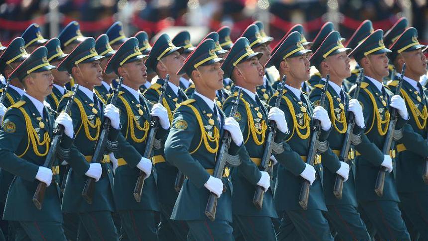 <font style=line-height:2em;color:#555>&nbsp;&nbsp;&nbsp;&nbsp;哈萨克斯坦武装力量方队通过天安门广场。</font>