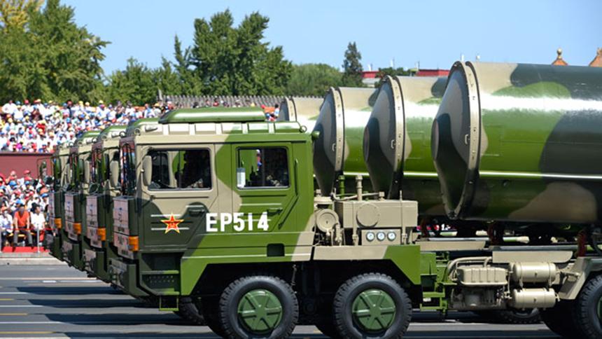 <font style=line-height:2em;color:#555>核导弹第一方队接受检阅。</font>