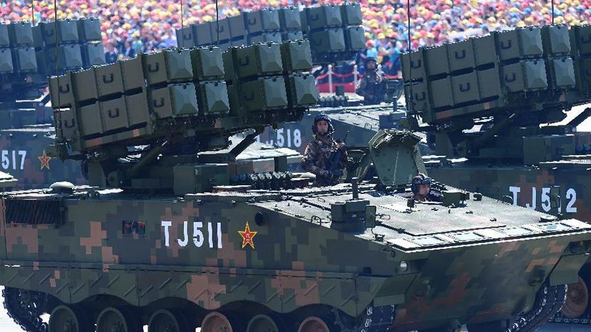 <font style=line-height:2em;color:#555>反坦克导弹方队接受检阅。</font>