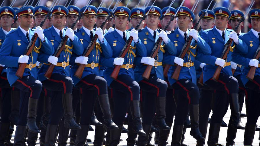 <font style=line-height:2em;color:#555>&nbsp;&nbsp;&nbsp;&nbsp;塞尔维亚武装部队方队通过天安门广场。</font>