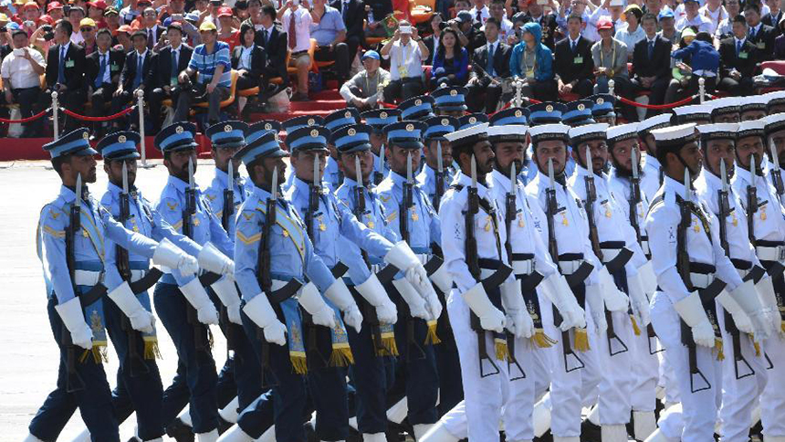 <font style=line-height:2em;color:#555>&nbsp;&nbsp;&nbsp;&nbsp;巴基斯坦武装力量方队通过天安门广场。 </font>