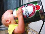 """新一代""""酒神""""诞生了!萌宝见啤酒手舞足蹈"""