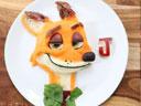 为让儿子多吃饭 妈妈用食材做出动漫形象