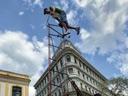 古巴达人打造8米高自行车欲创世界纪录