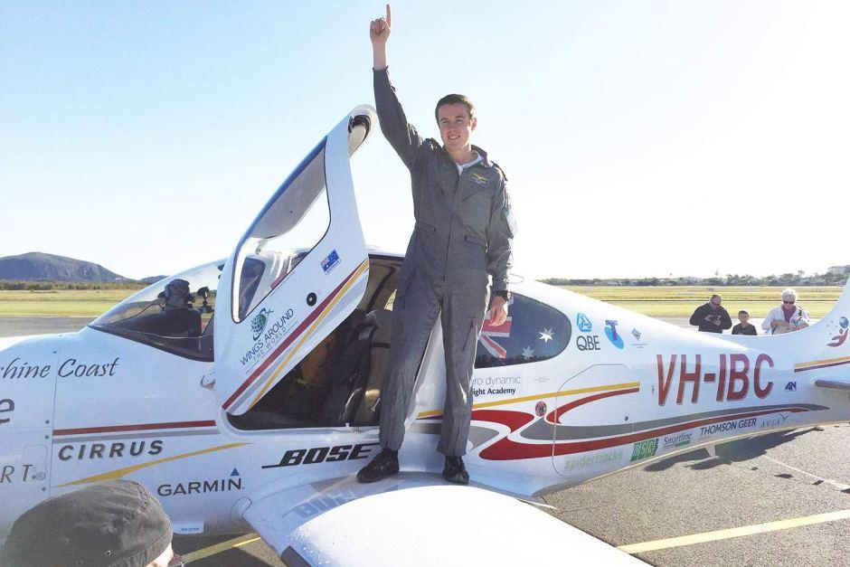 18岁少年独自环球飞行创纪录