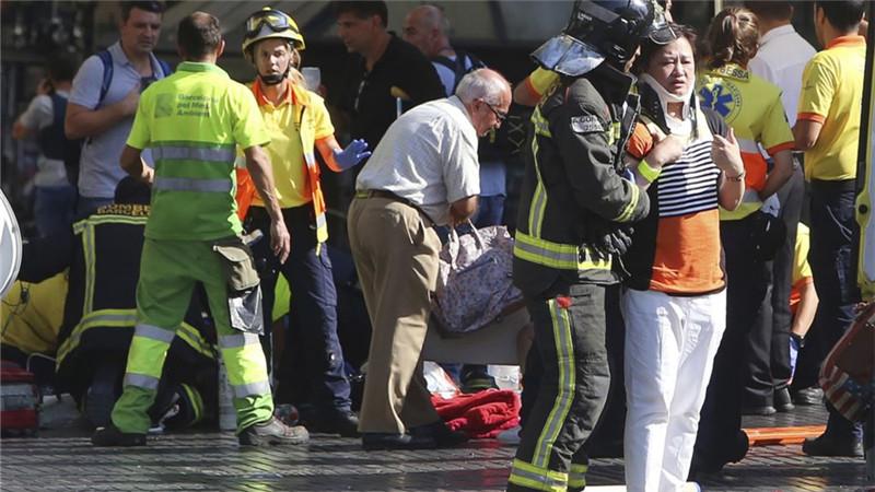 欧洲再发生恐袭 巴塞罗那汽车冲撞行人致13人死亡