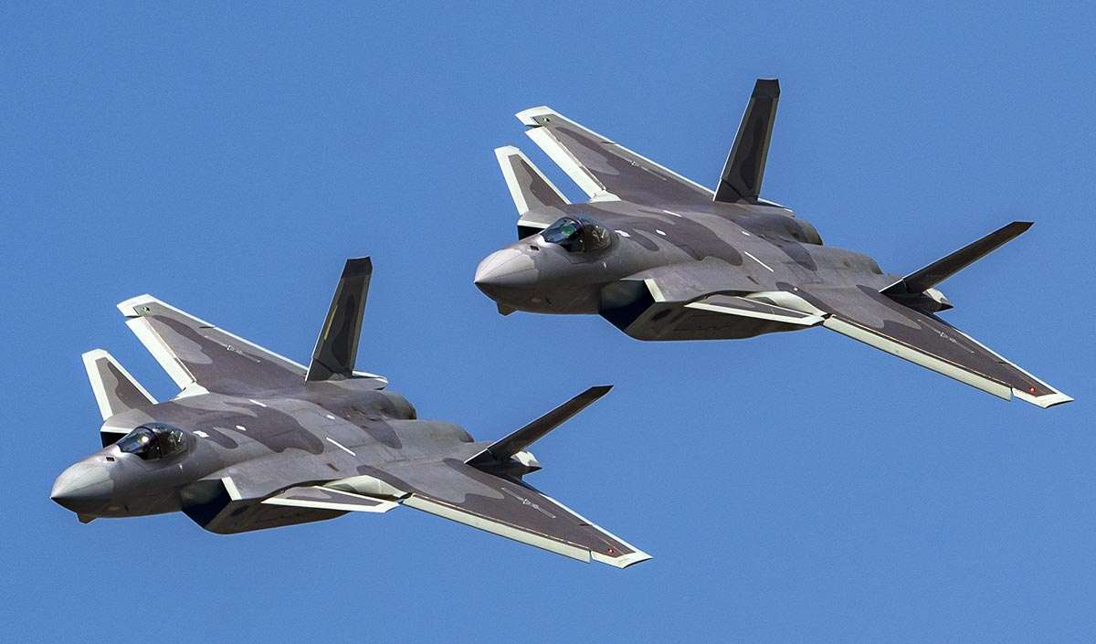 广东珠海:歼-20战机进行飞行表演前预演
