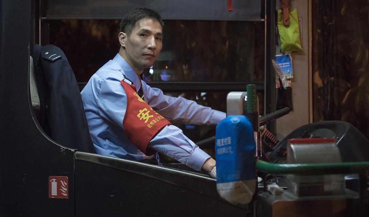 拆迁分到6套房!杭州公交司机依然坚持开夜班