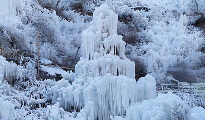 北京门头沟神泉峡景区冰瀑壮美