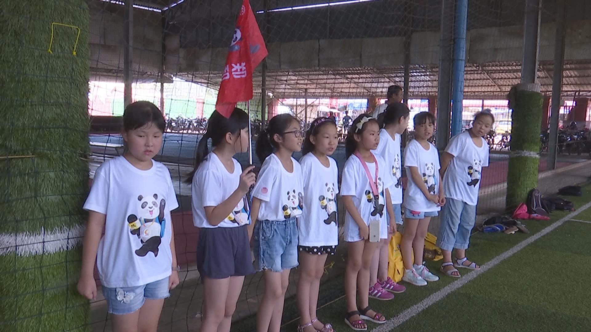 """郑和队""""熊猫小记者"""":探访暹粒孤儿院 传递爱与友谊[8月20日]"""